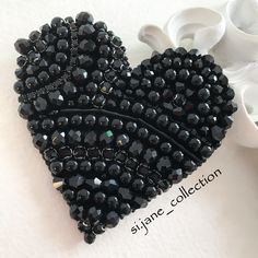 С Е Р Д Ц Е. ❌ПРОДАНА❌ . #брошь #брошьсердце #handmade #handmadejewelry #broches #брошьручнойработы #черный #чернаяброшь