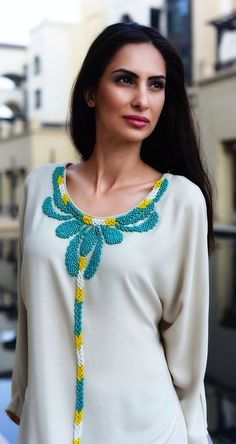 Robe de maison Kaftan Abaya, Moroccan Dress, Beaded Embroidery, Hand Embroidery, Embroidery Designs, Maxi Robes, Fabric Beads, Arab Fashion, Elegant Outfit