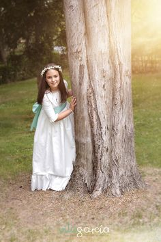 Fotografia primera comunion #comunion #fotografoscomunio Poses, First Communion, Digital Photography, Great Photos, Frocks, Kids Fashion, Flower Girl Dresses, Victoria, Bellini