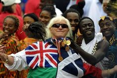 El presentador de la BBC británica Jimmy Saville, en una imagen tomada en Londres el 4 de junio de 2002 | Ver foto - Yahoo Noticias