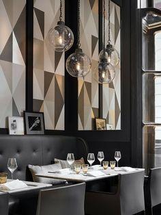 Café Artcurial com pendentes de vidro
