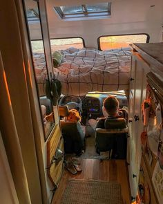 Choosing the right vehicle to live in (Skoolie) - Creative Vans Bus Life, Camper Life, Bus Living, Tiny Living, Camper Van Conversion Diy, Motorhome Conversions, Van Conversion Interior, Sprinter Van Conversion, Kombi Home