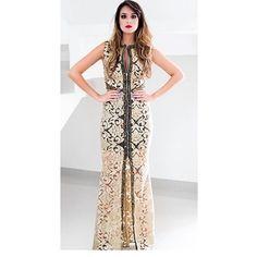 MacroFashion - Vestido Longo Bordado com Fenda Dourado Anne Fernandes