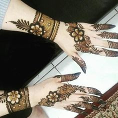 We have Arabic new mehndi designs plane for you. The simple Arabian mehndi design is for beginners. It will also look trend ever. Henna Art Designs, Mehndi Designs For Girls, Mehndi Designs 2018, Mehndi Designs For Beginners, Stylish Mehndi Designs, Dulhan Mehndi Designs, Mehndi Design Photos, Mehndi Designs For Fingers, Wedding Mehndi Designs