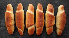 Domácí rohlíky tak, aby se vždycky povedly? Krok za krokem a pěkně názorně včetně tvarování? Jo, máte to mít! Rozpis surovin najdete na konci videa. Hot Dog Buns, Hot Dogs, Grilling, Bread, Food, Science, Youtube, Crickets, Brot