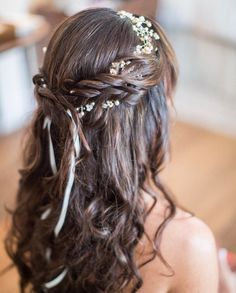 "528 Likes, 9 Comments - WeddingWire (@weddingwire) on Instagram: ""Hints of florals mixed in a loose boho braid for the win! Click the link in bio for more…"""