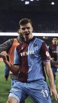 #trabzonspor #sorloth #bizeheryertrabzon King In The North, Football Team, Hot Guys, Hot Men, Sports, Mens Tops, Wallpaper, Heart, Fashion
