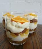 Een gekke tiramisu met ontbijtkoek en sinaasappel. Toch echt een succes! Het recept vind je op mijn blog: www.de-zoetekauw.nl of klik op BRON