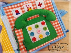Like the button idea (jw) Diy Quiet Books, Baby Quiet Book, Felt Quiet Books, Quiet Book Templates, Quiet Book Patterns, Juegos Baby, Homemade Books, Sensory Book, Water Games For Kids