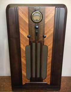 How To Antique Wood, Vintage Wood, Antique Radio Cabinet, Consoles, Retro Radios, Old Technology, Old Time Radio, Timber Wood, Phonograph
