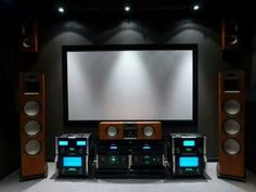 Home theaters som Klipsch amp; McIntosh Home theater Home Theatre, Home Theater Room Design, Home Theater Setup, Best Home Theater, Home Theater Rooms, Cinema Room, Cinema Theater, Diy Hifi, Home Theater