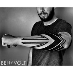 A full wrap dynamic futuristic and architectural inspired piece for Dominic. First tattoo! Tattoos Masculinas, Forearm Tattoos, Arm Band Tattoo, Black Tattoos, Body Art Tattoos, Tribal Tattoos, Sleeve Tattoos, Tatoos, Foot Tattoos