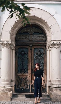 Balcony Window, Badass Women, Beautiful Buildings, Walking, Classy, Street Style, Poses, Autumn, Statue
