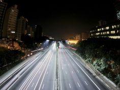 Foi divulgado pela edição desta segunda-feira, 7, do jornal Folha de S. Paulo, o planejamento de troca de toda iluminação pública por lâmpadas de LED em até cinco anos. A mudança será viabilizada por meio de parceria público-privada.