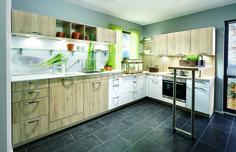 Cocina combinada color madera y blanco con barra giratoria. Modelo Macba