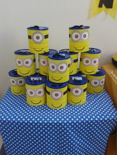 Souvenirs lata decorada con golosinas Minion Birthday, Minion Party, Recycled Crafts, Diy And Crafts, Formula Can Crafts, Piggy Bank Craft, Baby Formula Cans, Minion Craft, Pringles Can