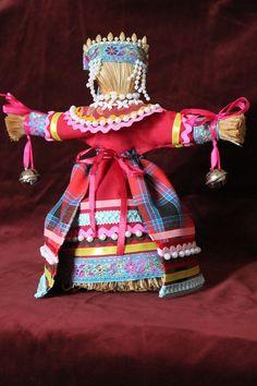 Берегиня дома. Эту куклу традиционно ставят напротив входной двери, чтобы она встречала всех входящих и не пускала злые силы в дом.