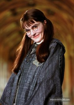 Moaning Myrtle (Shirley Henderson) - Harry Potter and the Goblet of Fire Cumpleaños Harry Potter, Harry Potter Halloween, Harry Potter Universal, Harry Potter Characters, Halloween Quotes, Funny Halloween, Gethin Anthony, Daniel Radcliffe, Ravenclaw