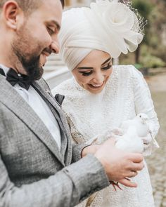 dresses two piece classy scrunchie hijab Hijabi Wedding, Hijab Wedding Dresses, Hijab Bride, Dress Wedding, Muslim Couple Photography, Wedding Photography Poses, Flower Girl Hairstyles, Loose Hairstyles, Afro Hair Pieces
