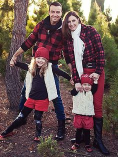 Joey Lawrence defiantly has one of the cutest families we've ever seen! You couldn't cast loveler girls than the sitcom star's wife Chandie and their daughters Charleston and Liberty (almost Winter Family Photos, Family Christmas Pictures, Family Pics, Christmas Pics, Holiday Pictures, Winter Pictures, Family Holiday, Xmas, Fall Photo Outfits