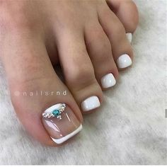 Fashion pedicure photo Page 16 of 20 is part of Yellow nails Daisy Accent - Novelty, trend, fashion pedicure 20192020 ideas in the photo Pretty Toe Nails, Cute Toe Nails, Pretty Nail Art, Pretty Toes, Toe Nail Art, My Nails, French Toe Nails, French Pedicure, French Toes