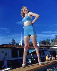 Marilyn Monroe by the Racquet Club pool