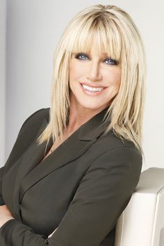 Best Suzanne somers ideas on Suzanne Somers, Medium Hair Styles, Short Hair Styles, Great Hair, Hairstyles With Bangs, Hair Dos, New Hair, Hair Makeup, Hair Color