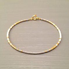 Bracelet en plaqué or, Bracelet minuscule, mince Bracelet en or, Bracelet minimaliste Cette liste est pour un remplissage or perles Bracelet.