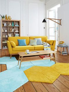Put yellow in your living room is to breathe a little joy and optimism! Yellow can be very warm, soft or radiant. To wake up your living room, just a few touches sun decoration; Home Living Room, Interior Design Living Room, Living Room Designs, Living Room Decor, Bedroom Decor, Karton Design, Colourful Living Room, Living Room Yellow, Yellow Couch