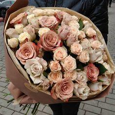 Кофейные оттенки в роскошном букете для любимой. Роза Капучино, Мента и кремовая Яна. 39 стеблей. Принимаем заказы к 8 марта! #flowersjuli #флористикаминск #флористика #цветы #цветыминск #букет #букетминск #капучино #кофейныйбукет #8мартаминск #роскошныйбукет  #bloom  #шикарныйбукет #bouquet #blossom #floristic #flowers #доставкацветовминск