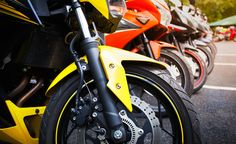 How to repair paint scratches on your motorcycle Whatever the reasons for your motorcycle's paintwork becoming scratched, if it is bothering you, rather than spending hundreds, possibly even thousands on a small touch up, you can carry out the repair yourself. Here's how: