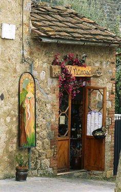 tassels:  Il Narciso - Monteriggioni, Siena, Italy