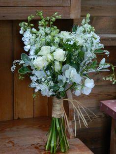 Summer white bridal with raffia binding