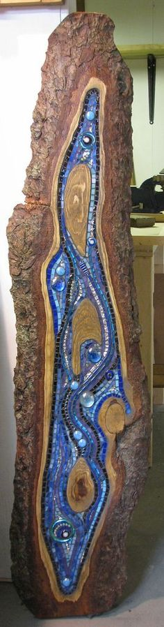 Lizards Jill Swanink Mosaic inlaid in wood . Using stained glass , glass globs of various shapes and sizes, glass rods , glass rings and beads. A freeform design that ended up looking like abunch of Lizard heads Mosaic Crafts, Mosaic Projects, Stained Glass Projects, Stained Glass Art, Wood Mosaic, Mosaic Art, Mosaic Glass, Fused Glass, Glass Beads