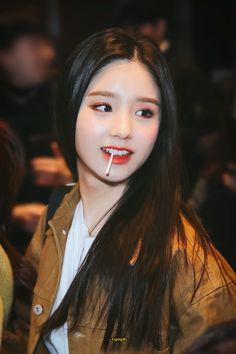 K-Pop Babe Pics – Photos of every single female singer in Korean Pop Music (K-Pop) Kpop Girl Groups, Korean Girl Groups, Kpop Girls, Extended Play, My Girl, Cool Girl, Loona Kim Lip, Eye Circles, Tough Girl