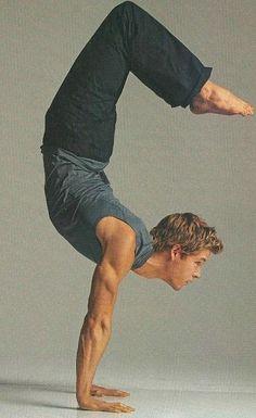 Yoga with True Blood hottie, Aussie Ryan Kwanten