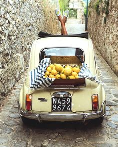 Vintage Fiat 500 in Amalfi Coast Italy 🍋🍋🍋 soludos / by Sincerely Jules Photo Vintage, Vintage Cars, Fiat 500l, Fiat Cinquecento, Italian Summer, French Summer, Vintage Italy, Summer Aesthetic, Cute Cars