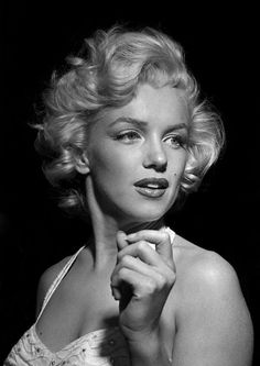 Marilyn Monroe Hollywood Candid Cover, Cropped, Later Archival pigment print Edition of 40 Image: 20 x 14 inches; Sheet: 22 x . Marylin Monroe, Marilyn Monroe Wallpaper, Marilyn Monroe Fotos, Robert Mapplethorpe, Annie Leibovitz, Richard Avedon, Classic Hollywood, Old Hollywood, Photos Encadrées