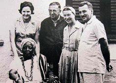 Simone de Beauvoir e Jean-Paul Sartre durante a viagem ao Brasil, em 1960, fotografados em Salvador, Bahia, com Mãe Senhora e o casal Zélia Gattai e Jorge Amado.   Veja também:  http://semioticas1.blogspot.com.br/2012/10/caras-do-brasil.html