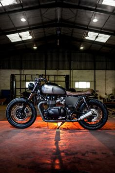 Macco Nº3, a Triumph Bonneville SE customized by Maccomotors