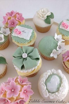 Vintage Heirloom Cupcakes - Edible Mother's Day Gift Ideas You Should Steal From Pinterest - Southernliving. Just look at those beautiful toppers! If there's a special family heirloom she treasures, why not place it delicately atop a bite-size cupcake for a wow-worthy display? Fondant Cupcakes, Fancy Cupcakes, Pretty Cupcakes, Beautiful Cupcakes, Flower Cupcakes, Wedding Cupcakes, Cupcake Cakes, Cupcake Toppers, Rose Cupcake