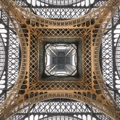 Under the skirt of the Iron Lady by Loïc Lagarde on 500px