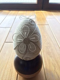 KAROLKOWO  jajko wielkanocne Decor Crafts, Diy And Crafts, Arts And Crafts, Christian Crafts, Easter Parade, Adult Crafts, Egg Decorating, Easter Wreaths, Spring Crafts