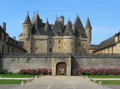 Le château de Jumilhac at Jumilhac-le-Grand. Staying in this village.