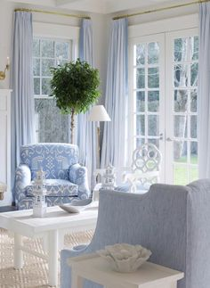 A serene and sun filled living room Cottage Living, Home Living Room, Living Room Designs, Living Room Decor, Hamptons Living Room, Blue Rooms, White Rooms, Blue And White Living Room, Home Interior