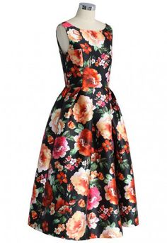 Printed with large flowers in full bloom, this passionate dress represents a kind of exotic amorous that makes people head over heels. The sharp colors of the flowers and the flattering full skirt will definitely make you a focus of the party. - High waist design - Full skirt - Back zip closure - Full lined - 65% Polyester, 35% Cotton - Machine washable Size(cm) Length Bust Waist S         115    82   68 M        116    86   70 L         117    90…