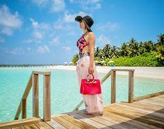 Morning! Time to explore more @velassarumaldives 🙌🏻  Bom diaaaaa! A cada manhã nasce uma chance de recomeçar e acertar, de fazer tudo novo, porque grande é a bondade e misericórdia do nosso Deus. Um dia abençoado a todos! 🙏🏻😍 #goodmorning #maldives #maldivesislands #velassarumaldives #beautifulplace #beautifulhotel #nadiaschwab #vivendonaarabiasaudita #orientemedio #saudiarabia #middleeast