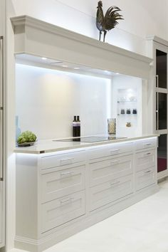 Stylish 20 Elegant Kitchen Design With Contemporary Kitchen Features You Can Try Elegant Kitchen Design, Home Decor Kitchen, Kitchen Design Open, Luxury Kitchens, Open Plan Kitchen Living Room, Elegant Kitchens, Kitchen Layout, Modern Kitchen Design, Kitchen Style