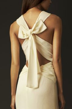 Burberry bow back silk gown 2013  Ahhhhh Burberry why must you do this to me?!