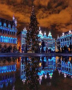 The Best Christmas Markets in Belgium Christmas World, Best Christmas Markets, Christmas Markets Europe, Christmas Travel, Magical Christmas, Christmas Fun, Amsterdam Wallpaper, Christmas Destinations, European City Breaks